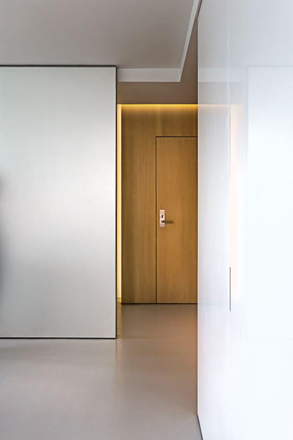 Entry Door Detail © Bill Zbaren