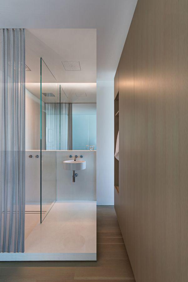 Bathroom Wet Area © Bill Zbaren
