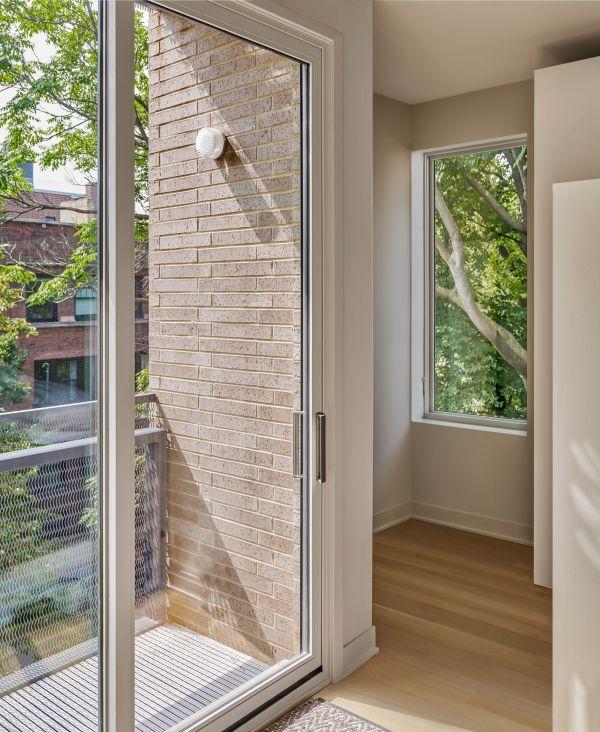 Upper unit master bedroom © Mike Schwartz