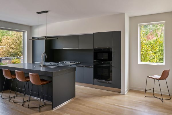 Upper unit kitchen © Mike Schwartz