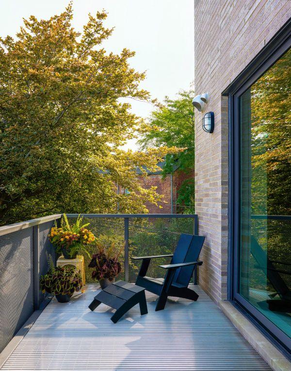 North facade private deck © Mike Schwartz
