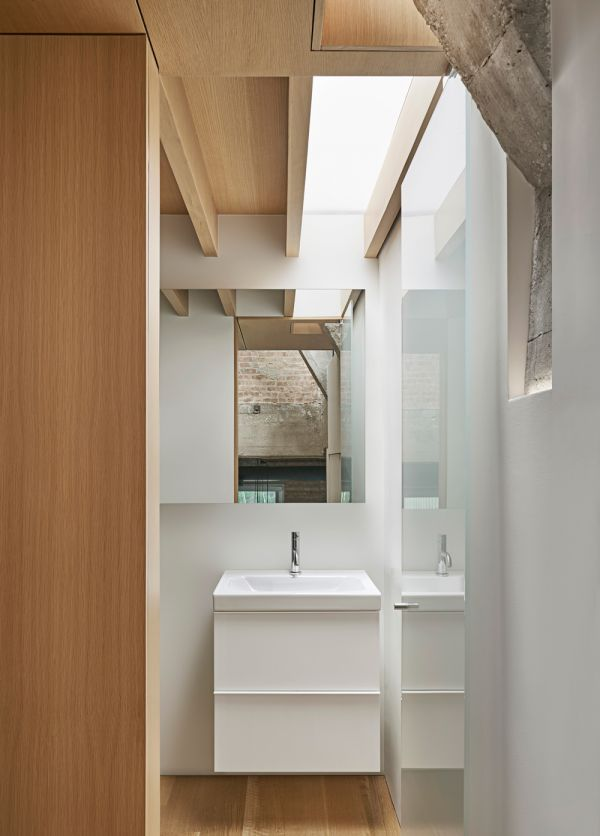 Mezzanine Bathroom © Mike Schwartz