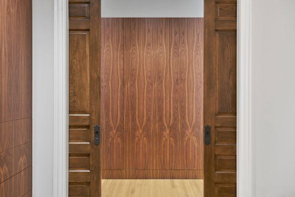 Maser Bedroom Entry Detail © Mike Schwartz