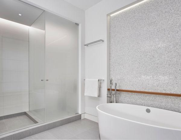 Master Bathroom © Mike Schwartz